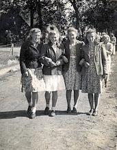 Photo: Teunia Rozenveld, Diny Bruins, Minie Pepping en Grietje Rozenveld