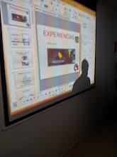 Photo: Su exposición de su experiencia en el aula y en su taller Maker Lab
