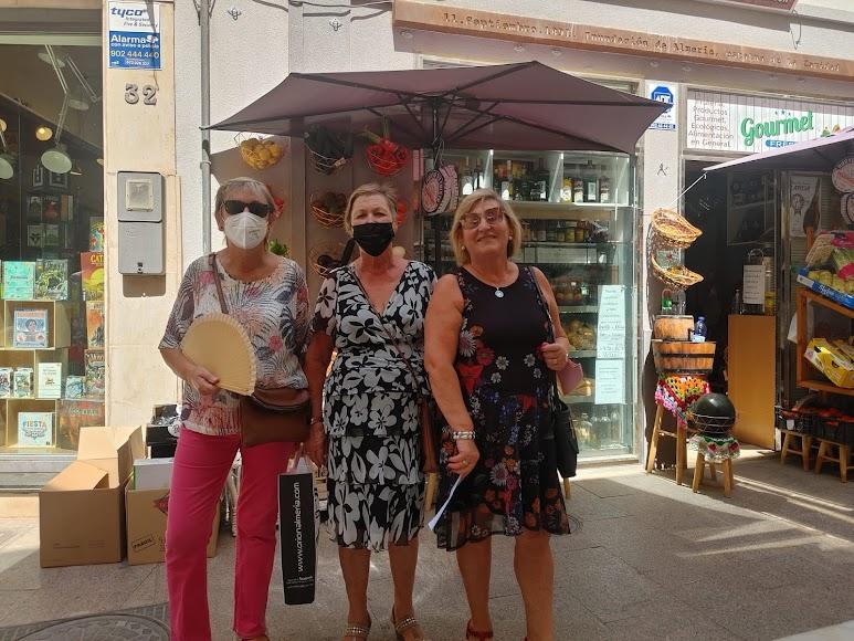 Las hermanas Loli, Isabel y Antonia se llevaron la cena en Entrefinos