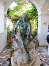 Photo: It.s5ITL131-141008Anacapri, sculpture, Hermes assis de face, villa St Michel  IMG_5706
