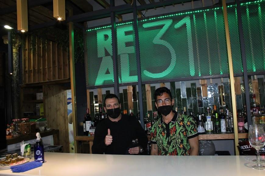 Personal y gerente del Restaurante Real 31.