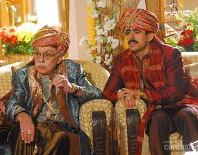 Photo: Em 2009, o humorista fez uma participação especial na novela Caminho das Índias. Ele interpretou Namit, diretor de Bollywood que fingia ser o pai de Radesh, interpretado por Marcius Melhem, para ajudá-lo a dar um golpe na família de Deva, vivida por Cacau Melo