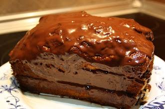 Photo: ...y con paciencia y trabajo, aquí el resultado: pastel al toque de canela, con relleno y cobertura de chocolate. ¿alguien falto de choco?
