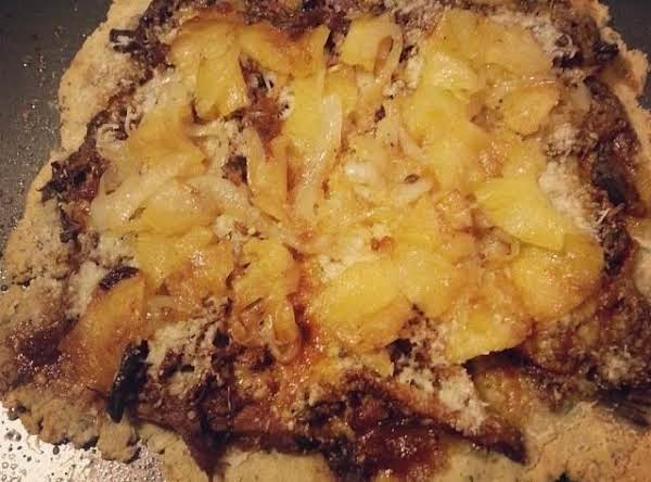 Hawaiian Pizza With Pulled Pork, Fontina Chese, Caramelized Onions And Pineapple On An Almond Flour Dough.