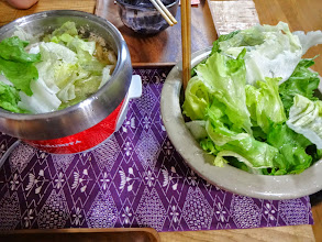 Photo: Lettuce hotpot. Ingredients; a large ball of lettuce and a few slices of pork ribs. Cook lettuce leaves and pork together in a soup (boiling water with a few soup cubes) and once cooked, eat them with soy sauce with citrus juice (Pon-zu sauce) served in each bowl. Yummy and healthy! 29th May updated (日本語はこちら) -http://jp.asksiddhi.in/daily_detail.php?id=557