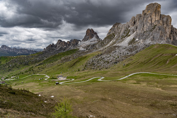 The curvy road di Andrea Scuri
