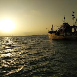 Sun set  by Shyam Deewana RJ Sholiya - Transportation Boats ( my self image )