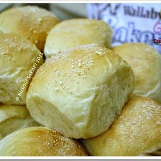 PANDESAL (Filipino Breakfast Bread Rolls)