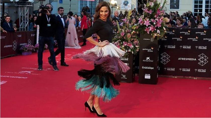 Toni Acosta brilla en el Festival de Cine de Málaga con un diseño de Loreto Martínez.