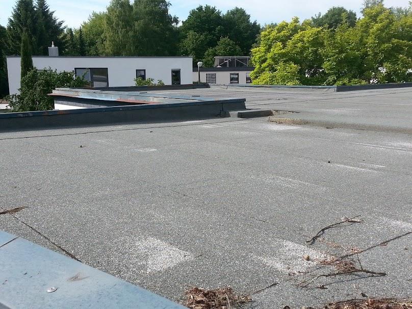 Dach płaski ze starym pokryciem