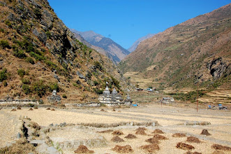 Photo: NEPAL-Chortens on the way to Gatlang