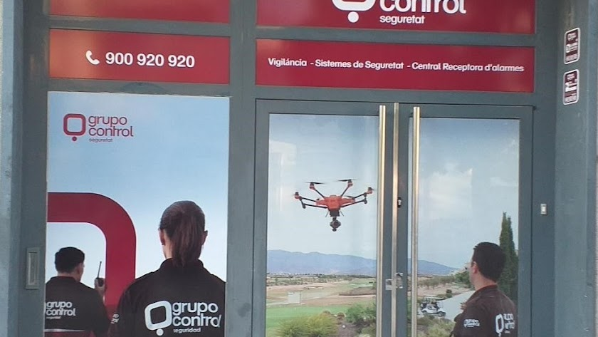 Acceso a las oficinas del Grupo Control en Sant Andreu