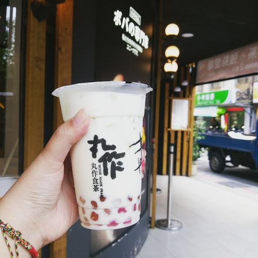 點的是鮮奶,就是鮮奶沒什麼說的>< 珍珠其實吃不出什麼口味,就是普通珍珠味,不過還算好吃,就是有點太貴了(ಠ_ಠ)