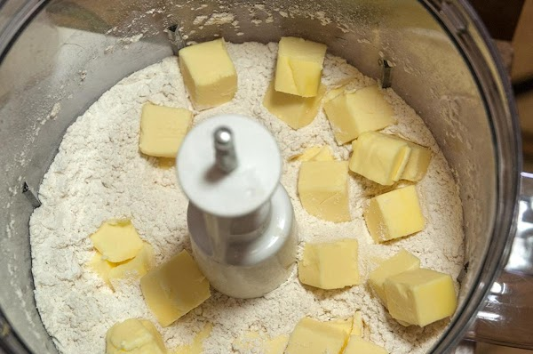 Distribute the butter into the flour