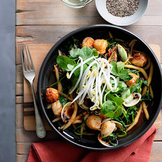 Kneaded noodles with scallops, clams, ham and XO sauce.