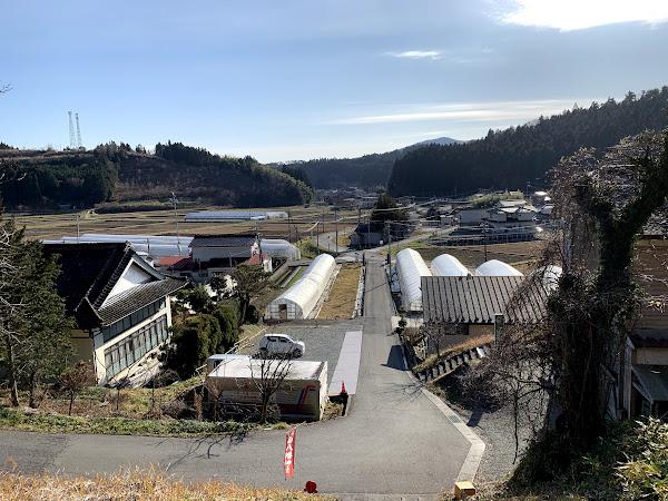 旧入谷中学校校門跡から見た入谷地区