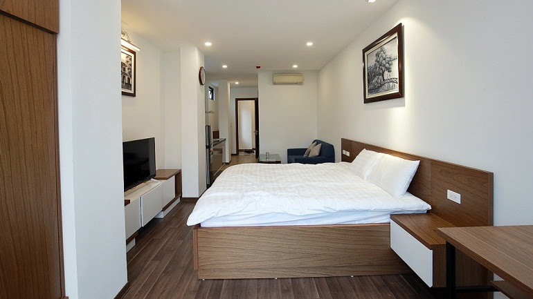 Nice modern studio apartment with balcony in Cat Linh street, Dong Da district for rent