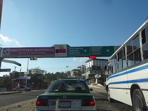 Photo: Taxíkem na autobusák. 1. Bylo opravdu teplo. 2. Divnější semafor jsem neviděl (ano, ten červenej obdélník)