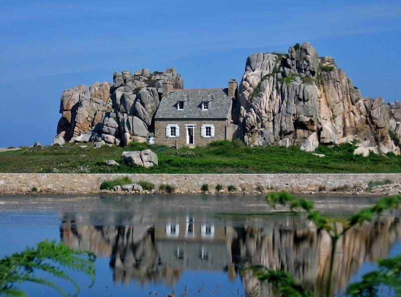 La casina fra le rocce di Giorgio Lucca