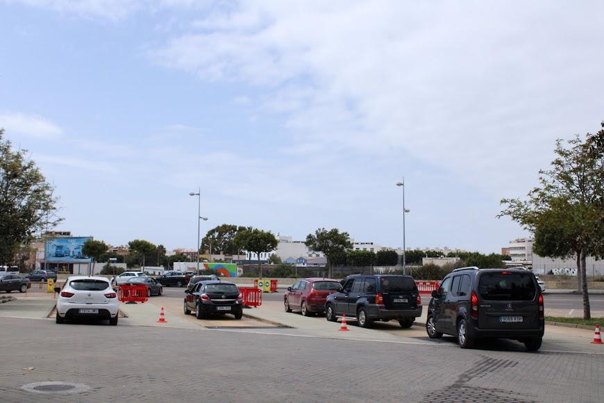 Zona de descanso, tras vacunarse, en el Palacio de los Juegos Mediterráneos.