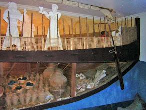 Photo: Bodrum, reconstructie van het scheepswrak van Uluburun uit 1350 v.C.