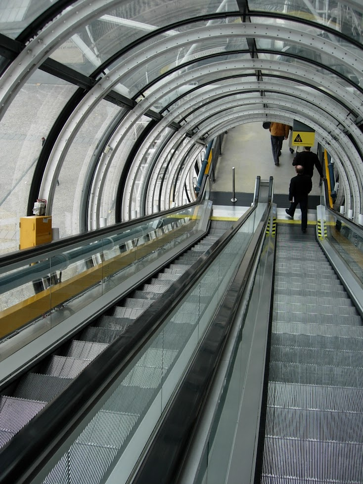 Escalators dans le Centre Georges Pompidou à Paris