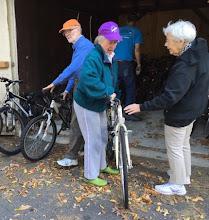 Photo: Jack McCullough, Gene Carlough, Linda Silver, and Elisabeth Kurz at bike loading