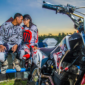 motocross love by Gideon Sooai - People Couples