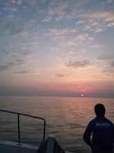 Photo: 昼からシケるとの予報だったので、いつもより早めに出航しました。 今はスーパーベタベタなぎです!