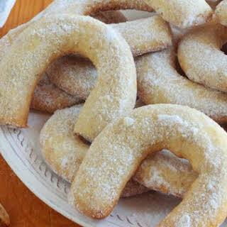 Vanilla and Walnut Crescent Cookies.