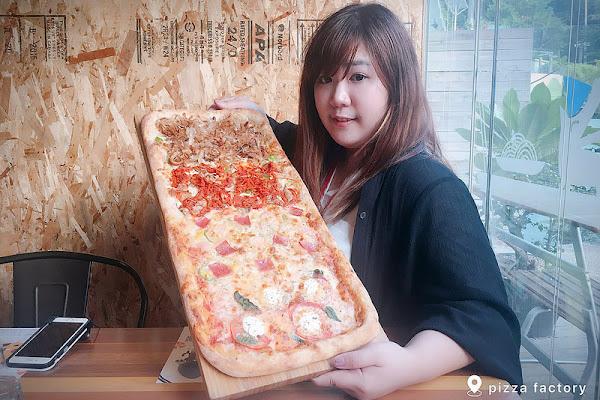 披薩工廠.Pizza Factory┃台中西區美食:草悟道廣場美食餐廳推薦,工業風的漂亮裝潢,台中親子友善餐廳