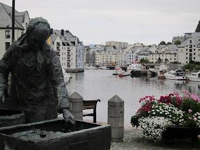 Photo: Woman salting herring