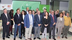 Los miembros de Hortyfruta con la consejera de Agricultura