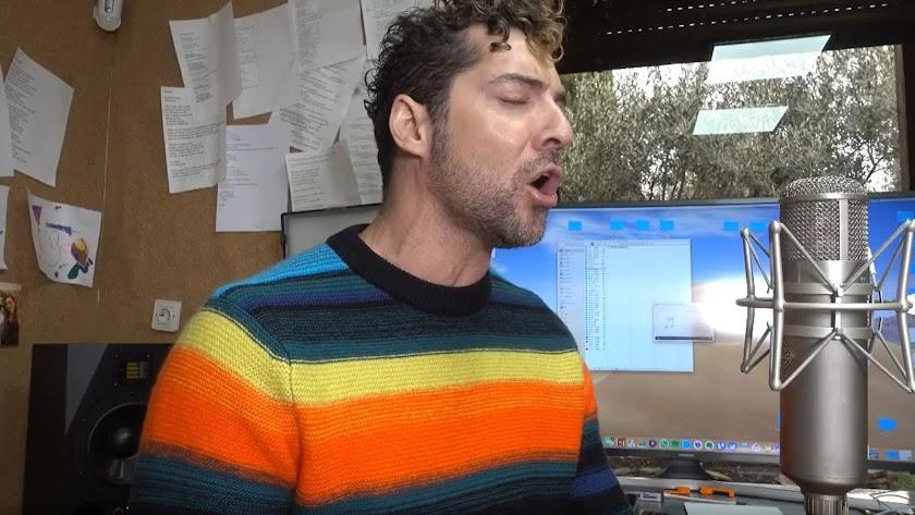 David Bisbal, en una imagen del vídeo que ha publicado en sus redes sociales.