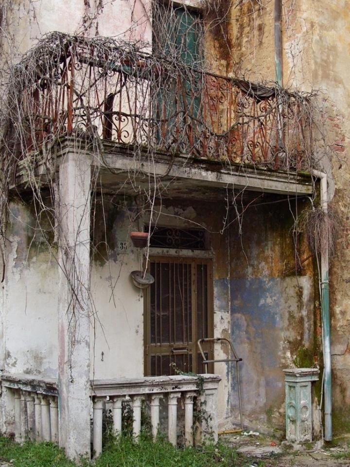 Abbandonata al tempo di www.fioregiallophoto.it