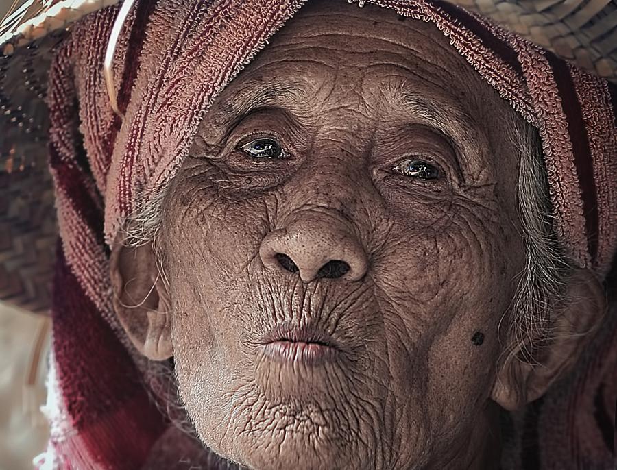 nenekku by German Kartasasmita - People Portraits of Women
