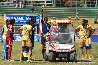 Photo: Bakri Abdelgardir BABEKER (4) is sent off for Sudan [Rwanda vs Sudan, CECAFA 2015, Semi final, 3 Dec 2015 in Addis Ababa, Ethiopia.  Photo © Darren McKinstry 2015, www.XtraTimeSports.net]