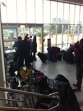 Photo: Arrivés à la gare d'Avgnon, on squatte le hall de gare, séance strip tease à venir. Dehors, il tombe des cordes ! Ambiance quand il faut partir pour 90km !!