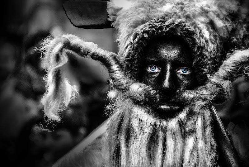 Gli occhi della maschera di PH Federico Pilli
