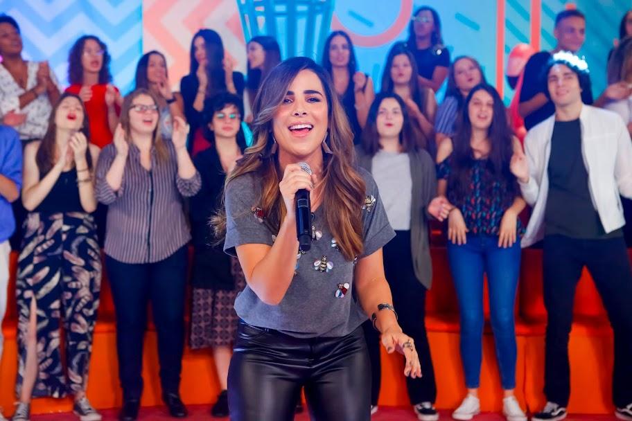 Wanessa Camargo canta no Programa da Maisa
