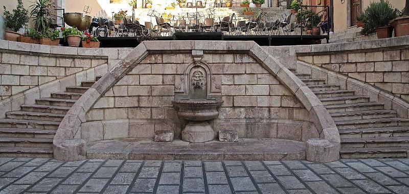 Scala con fontana. di sangiopanza