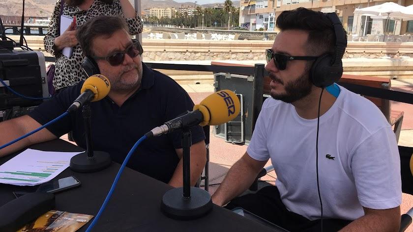 Alfredo Casas entrevistando a Josete