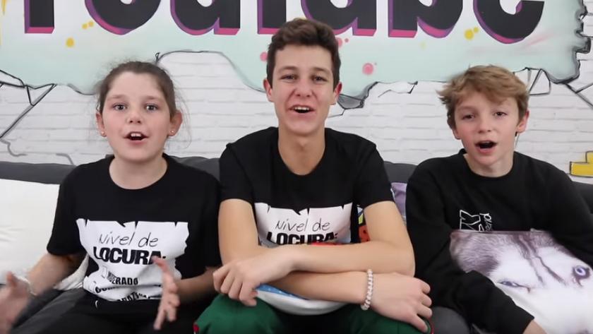 Los tres hermanos, durante el vídeo promocional.