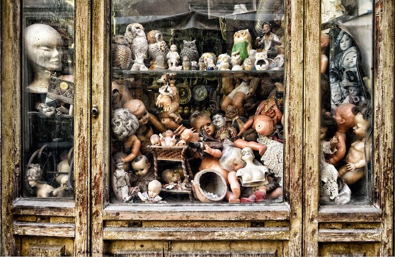 Bambole dimenticate di Massimo Valentini