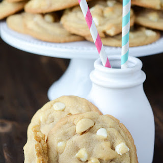 The Best White Chocolate Macadamia Nut Cookies