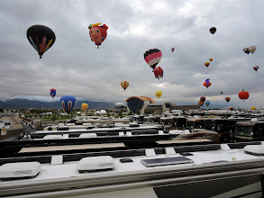 Photo: Oh, how close the balloons are.