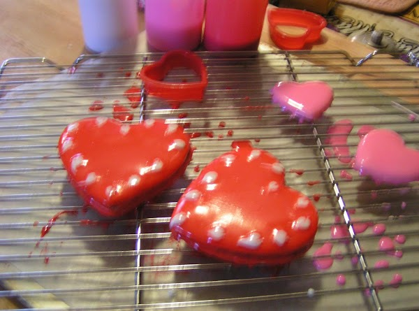 Working on a wire rack, glaze all cookies in desired color. Pipe in designs...