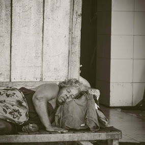 No permanent address by Machew Paradela - People Street & Candids ( homeless )