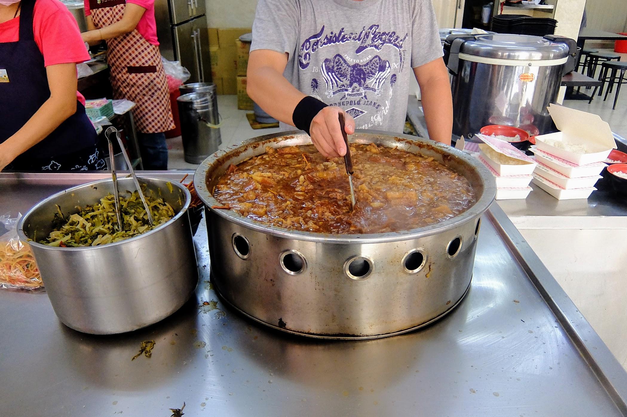 一鍋滿滿的爌肉和肉燥啊