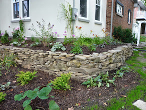 Photo: This rubble wall makes the garden even more stunning.